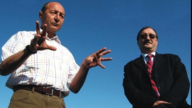 Asa e cand se suie scroafa in copac! Basescu-traian-si-mircea