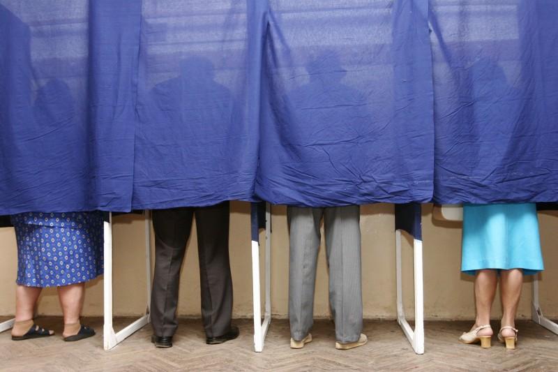 SONDAJ România Curată: Cu cine votezi duminică, la alegerile prezidențiale?