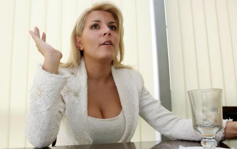 """DOSAR Elena Udrea. Cât de performantă a fost ca ministru. Episodul I –  De la Loganurile """"de lux"""" la Gala Bute"""