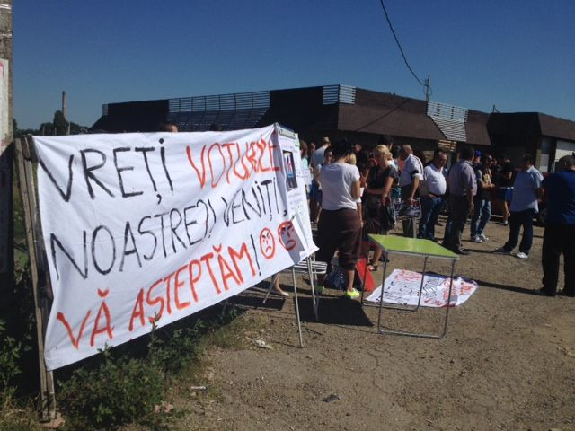 """""""Vreți voturile noastre? Respectați-vă promisiunile!"""" Protest în București împotriva lui Ponta, Oprescu, Dragnea și Petrache. VEZI GALERIE FOTO!"""