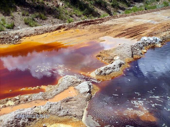 Deversări de cianuri la minele de cupru și aur din Mexic. 20.000 de oameni lăsați fără apă, școli închise, dezastru ecologic și economic. VEZI VIDEO ȘI GALERIE FOTO