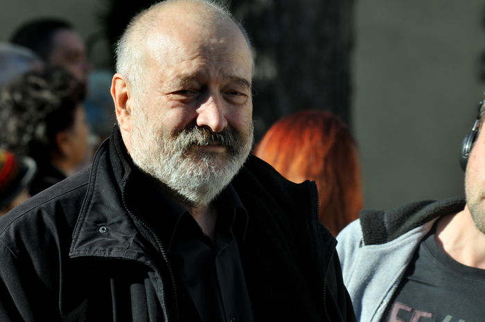 Telespectatorii îi cer lui Stelian Tănase și Victor Ponta ca emisiunea lui Moise Guran să rămână în grila TVR. SEMNEAZĂ ACUM, AICI!